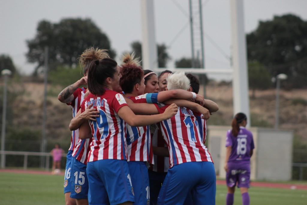 El Atlético de Madrid hace piña tras un gol. ©Todofutboleras.com by Pelayo/Álvaro Hernández